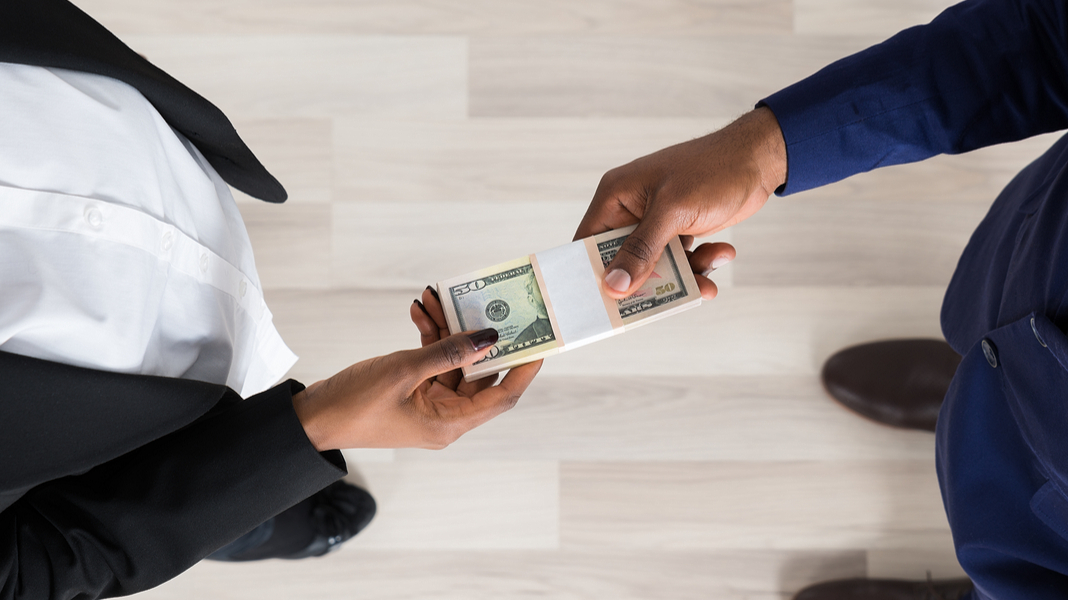 Should A Woman Pay Half The Rent Who Should Pay In A Relationship